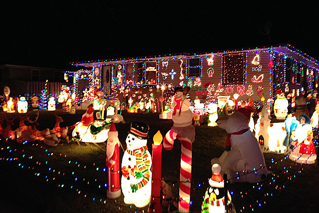 My Favorite Christmas Tradition: Finding Light Displays [PHOTOS]