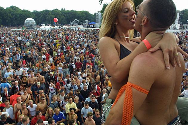 should love public displays affection